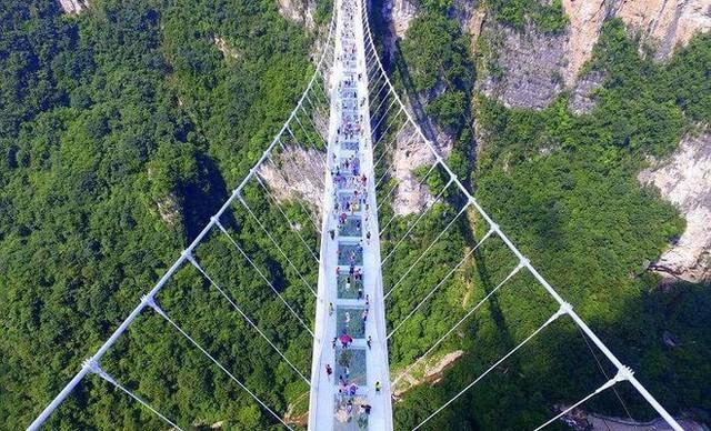 Những cây cầu kính ở Trung Quốc gây choáng váng vì độ hoành tráng, 2 trong số đó từng bị hiểu nhầm là ở... Việt Nam - Ảnh 8.