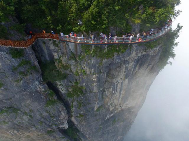Những cây cầu kính ở Trung Quốc gây choáng váng vì độ hoành tráng, 2 trong số đó từng bị hiểu nhầm là ở... Việt Nam - Ảnh 9.