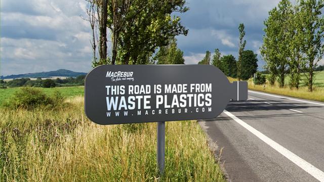 """macrebur - photo 1 1573348062783773192640 - [Vietsub] Một công ty Scotland đang """"cứu thế giới"""" bằng cách tái chế rác thải nhựa thành những con đường"""