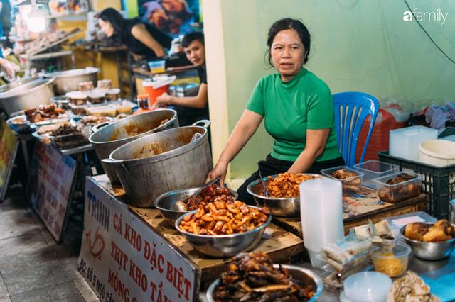 """Quán cá kho nức tiếng, khách mua vài triệu một lúc là thường ở chợ Hàng Bè và chuyện giờ mới bật mí phía sau cái tiếng """"bán cá mà kiêu"""" - Ảnh 2."""