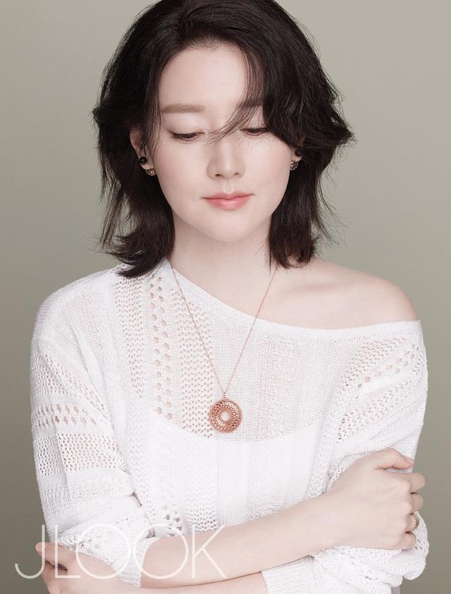"""Dae Jang Geum Lee Young Ae: Từ tượng đài nhan sắc Hàn Quốc tới tin đồn là mẹ chồng """"búp bê xứ Hàn"""" Han Chae Young - Ảnh 2."""