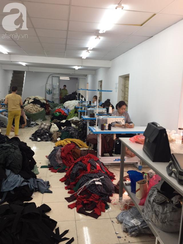 Vụ 4 tấn quần áo nhập lậu được cắt mác, gắn tên thương hiệu NEM, IFU: Chủ lô hàng ngất xỉu, Quản lý thị trường mời nhãn hàng phối hợp làm rõ nguồn gốc - Ảnh 8.