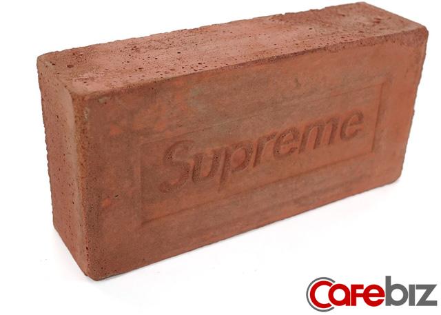Vì sao chỉ cần có logo Supreme, người ta sẵn sàng xếp hàng mua dù đó chỉ là một cục gạch? - Ảnh 5.
