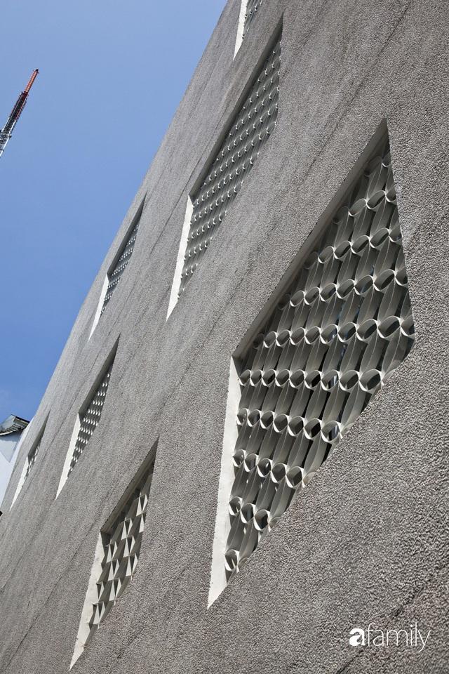 Ngôi nhà hai mặt giáp hẻm ở quận 1, TP. HCM vẫn riêng tư và mặt tiền thì chất khỏi bàn - Ảnh 10.