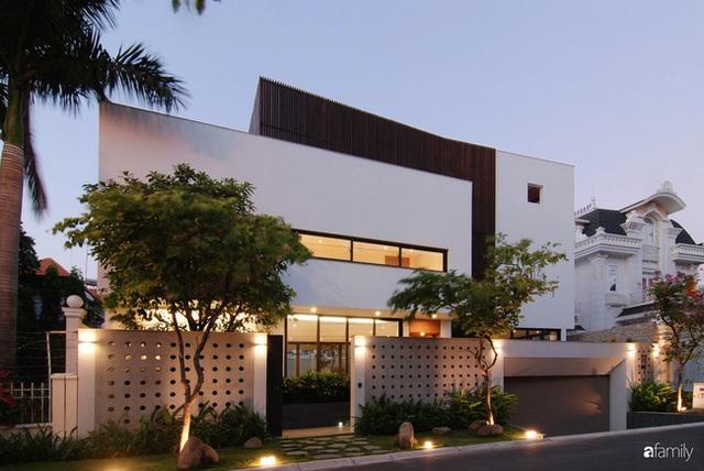 Resort thu nhỏ trong ngôi nhà phố 3 tầng với góc nào cũng có ánh sáng và cây xanh ở TP. HCM - Ảnh 2.