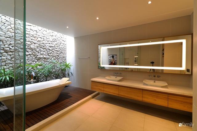 Resort thu nhỏ trong ngôi nhà phố 3 tầng với góc nào cũng có ánh sáng và cây xanh ở TP. HCM - Ảnh 21.