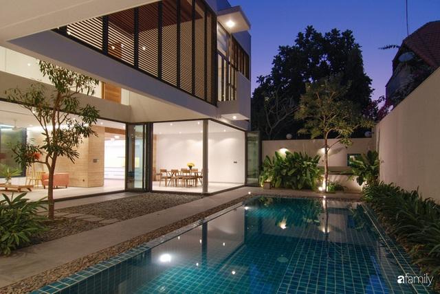 Resort thu nhỏ trong ngôi nhà phố 3 tầng với góc nào cũng có ánh sáng và cây xanh ở TP. HCM - Ảnh 4.
