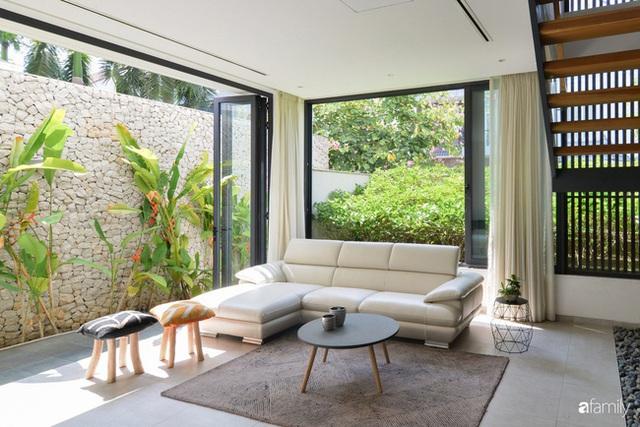 Resort thu nhỏ trong ngôi nhà phố 3 tầng với góc nào cũng có ánh sáng và cây xanh ở TP. HCM - Ảnh 8.