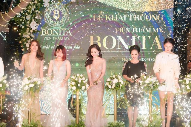 Chân dung nữ Phó giám đốc chi nhánh xinh đẹp vừa bị khởi tố tội chiếm đoạt tài sản của TPBank - Ảnh 2.