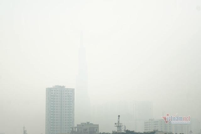 Mù kín đặc vây Sài Gòn, cảnh báo ô nhiễm ở mức nguy hiểm - Ảnh 2.