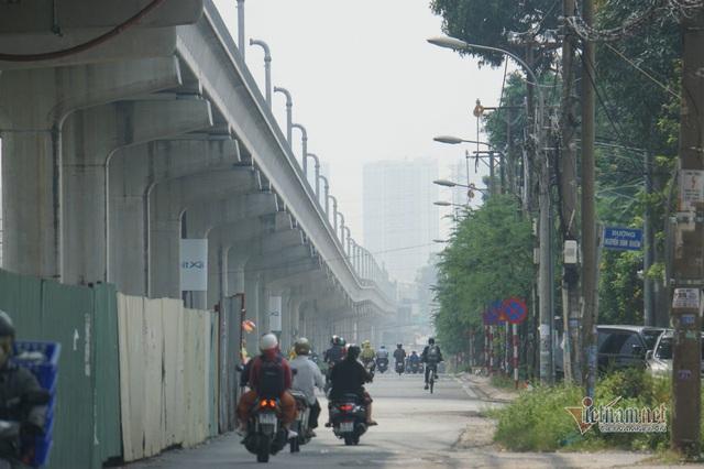 Mù kín đặc vây Sài Gòn, cảnh báo ô nhiễm ở mức nguy hiểm - Ảnh 13.