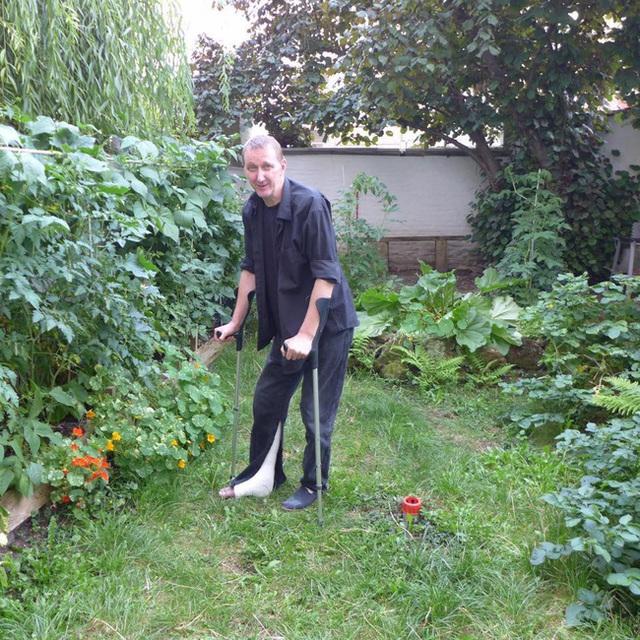 Tận dụng mảnh đất nhỏ phía sau nhà, người đàn ông đảm đang trồng đủ loại rau quả sạch cho cả nhà thưởng thức - Ảnh 16.
