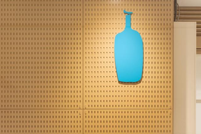 """blue chai coffee - photo 2 15737138988991636716971 - Quán cà phê """"siêu nhỏ"""" của Nhật vừa lên báo Mỹ có gì hay?"""
