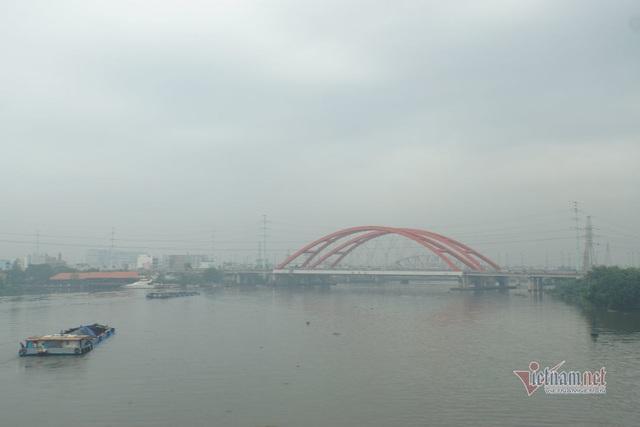 Mù kín đặc vây Sài Gòn, cảnh báo ô nhiễm ở mức nguy hiểm - Ảnh 6.