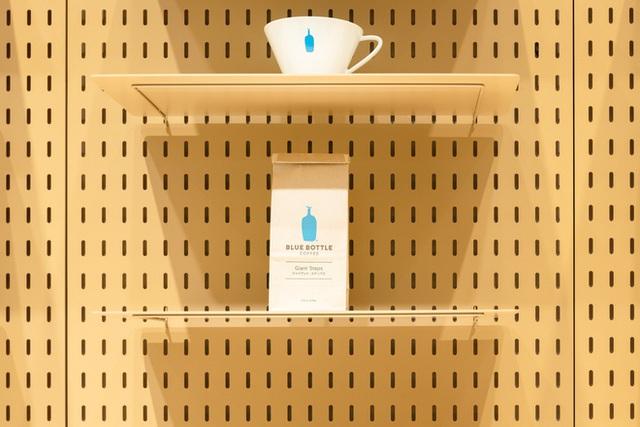 """blue chai coffee - photo 4 15737138989021493831505 - Quán cà phê """"siêu nhỏ"""" của Nhật vừa lên báo Mỹ có gì hay?"""