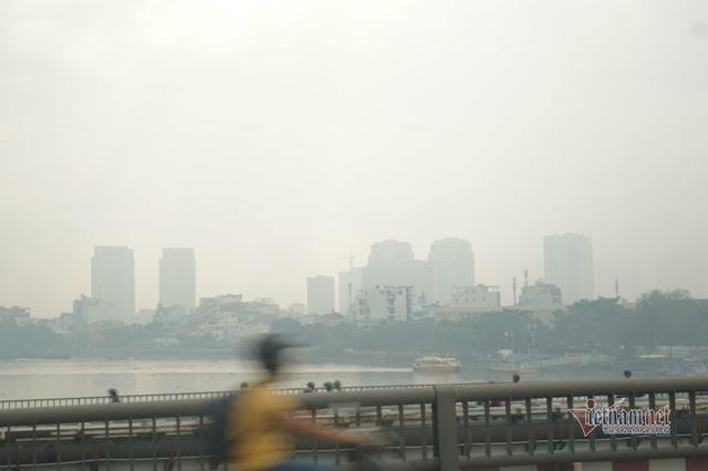Mù kín đặc vây Sài Gòn, cảnh báo ô nhiễm ở mức nguy hiểm - Ảnh 8.