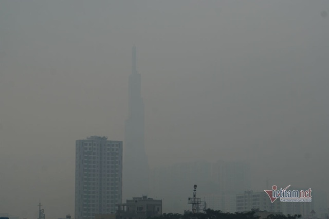 Mù kín đặc vây Sài Gòn, cảnh báo ô nhiễm ở mức nguy hiểm - Ảnh 9.