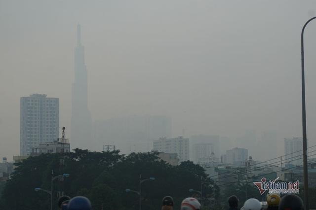 Mù kín đặc vây Sài Gòn, cảnh báo ô nhiễm ở mức nguy hiểm - Ảnh 10.