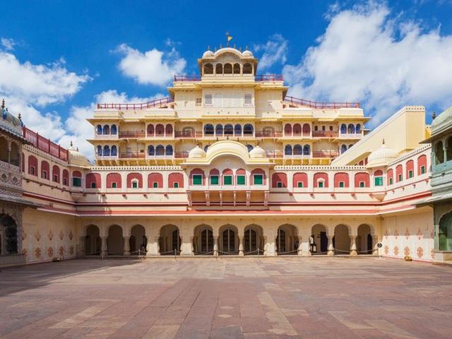 Ông chủ nhà trọ hoàng gia đầu tiên trên Airbnb: 'Rich kid' quý tộc Ấn Độ, 21 tuổi sở hữu 2,8 tỷ USD, cho thuê phòng trong cung điện giá 8.000 USD/đêm - Ảnh 3.