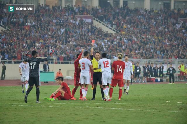 """HLV UAE: """"Tôi chưa từng thấy trọng tài nào rút thẻ đỏ nhanh như thế"""" - Ảnh 1."""