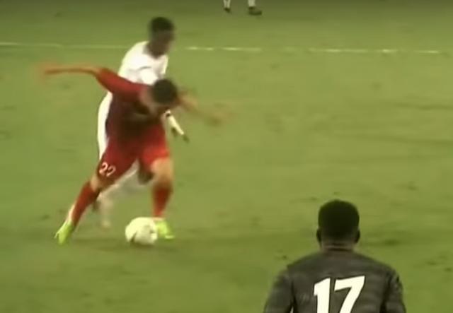 Thẻ đỏ cho UAE hoàn toàn chuẩn xác, nhưng không phải bởi xương phía sau chân giòn hơn... - Ảnh 4.