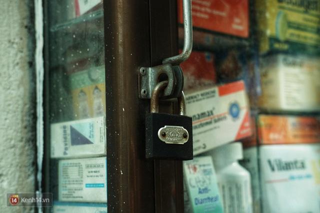 Chuyện dây xích quấn quanh những bình nước miễn phí: Sài Gòn dễ thương, nhưng muốn thương phải chịu khó! - Ảnh 4.