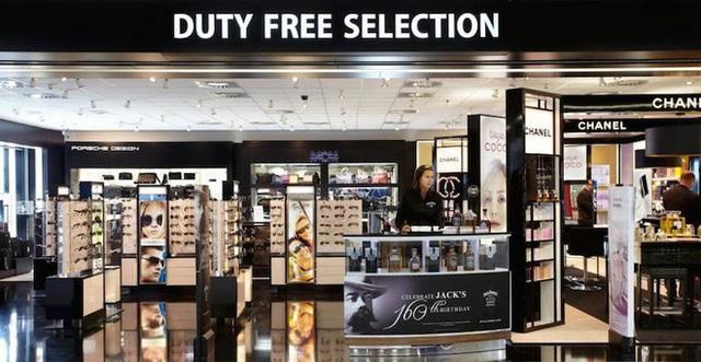 Có 3 thứ đáng mua nhất trong cửa hàng miễn thuế ở sân bay, không phải nước hoa hay bánh kẹo như nhiều người nghĩ - Ảnh 1.
