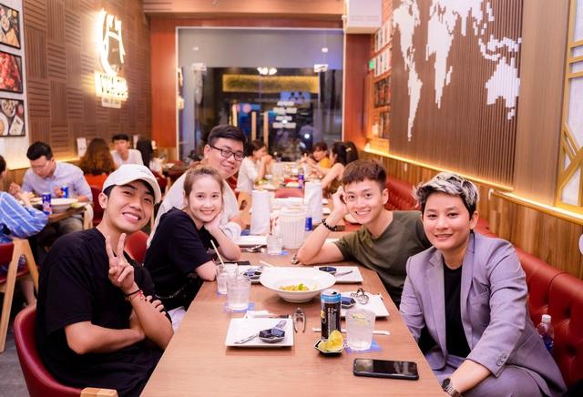 Nữ CEO 8x mở 5 nhà hàng hải sản tại Sài Gòn chia sẻ bài học đắt giá về Buffet cua: Cho khách ăn thoải mái, nghĩ trung bình mỗi người ăn 6 con, nhưng chẳng ngờ có người ngồi 4 tiếng để ăn 30 con! - Ảnh 3.