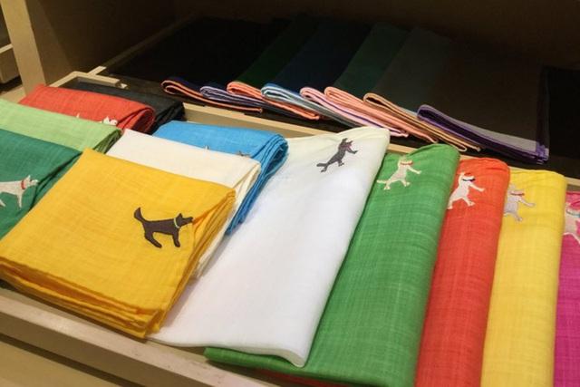 Tình yêu vô hạn của người Nhật với những chiếc khăn tay: Đàn ông cũng phải mang ít nhất 3 chiếc, một lau tay, một lau miệng, một để lau nước mắt - Ảnh 4.