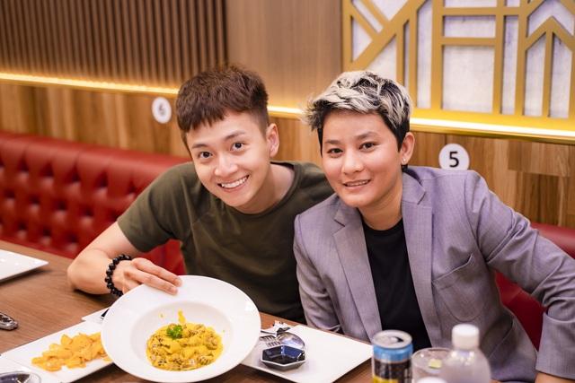 Nữ CEO 8x mở 5 nhà hàng hải sản cao cấp tại Sài Gòn chia sẻ bài học đắt giá về Buffet cua: Cho khách ăn thoải mái, nghĩ trung bình mỗi người ăn 6 con, nhưng chẳng ngờ có người ngồi 4 tiếng để ăn 30 con! - Ảnh 1.