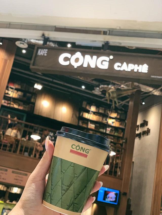 """cộng cà phê - photo 11 1572704166493461571743 - Cộng Cà phê tiếp tục """"xuất ngoại"""": chi nhánh đầu tiên tại Malaysia vừa khai trương khách đã đến đông nghịt"""