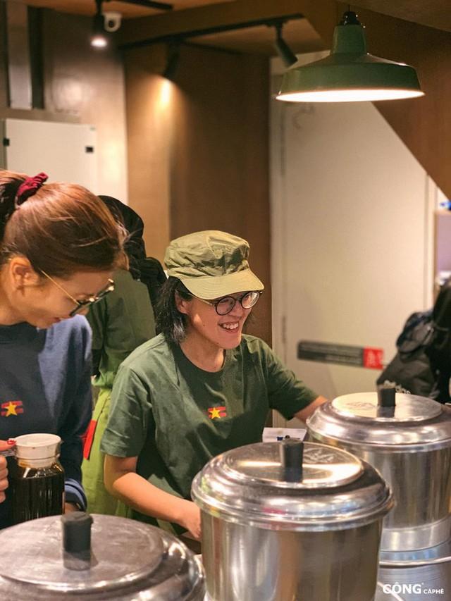 """cộng cà phê - photo 9 15727041664911488549836 - Cộng Cà phê tiếp tục """"xuất ngoại"""": chi nhánh đầu tiên tại Malaysia vừa khai trương khách đã đến đông nghịt"""
