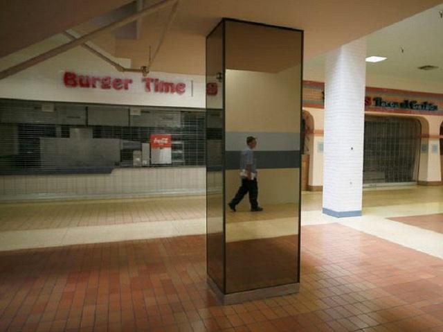 Loạt trung tâm thương mại sang chảnh bị bỏ hoang khắp nước Mỹ - Ảnh 1.