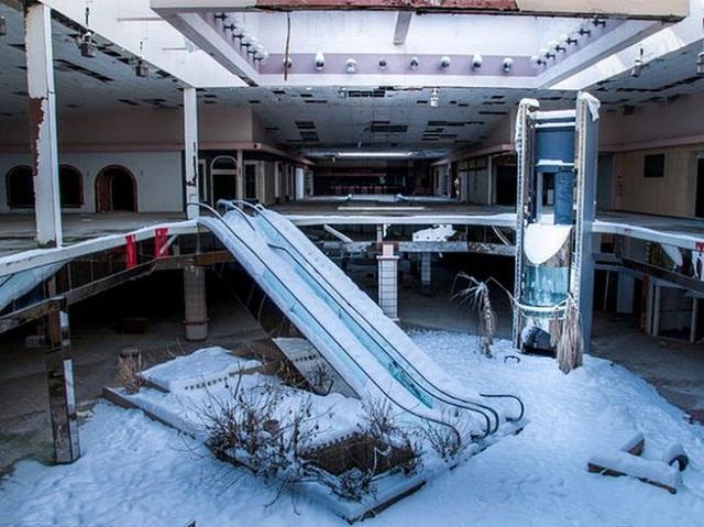Loạt trung tâm thương mại sang chảnh bị bỏ hoang khắp nước Mỹ - Ảnh 12.
