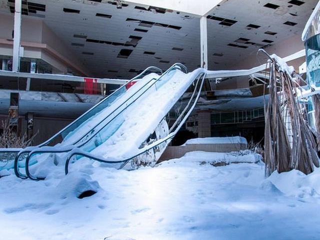 Loạt trung tâm thương mại sang chảnh bị bỏ hoang khắp nước Mỹ - Ảnh 13.