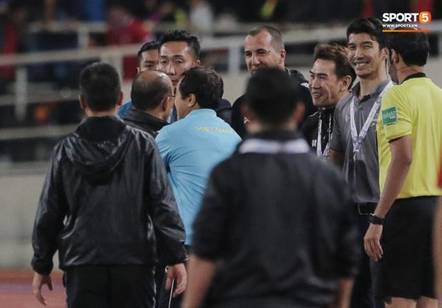 Trợ lý tuyển Thái Lan xin lỗi rất nhiều người, trừ HLV Park Hang-seo, đối mặt án phạt cực nặng nếu có tội - Ảnh 3.