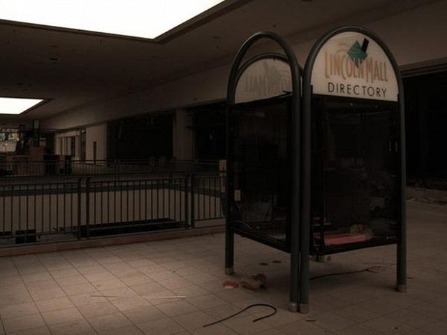 Loạt trung tâm thương mại sang chảnh bị bỏ hoang khắp nước Mỹ - Ảnh 4.