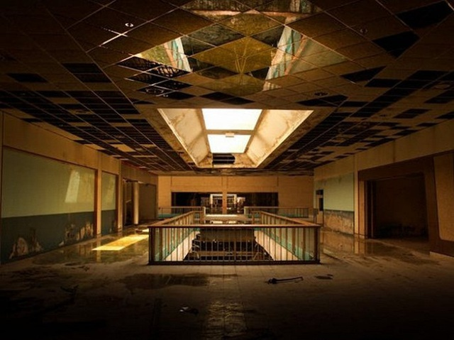 Loạt trung tâm thương mại sang chảnh bị bỏ hoang khắp nước Mỹ - Ảnh 7.