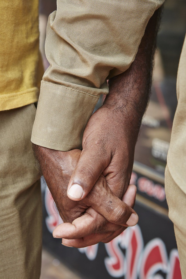Vì sao đàn ông Ấn Độ thường nắm tay nhau mỗi khi ra đường? - Ảnh 2.