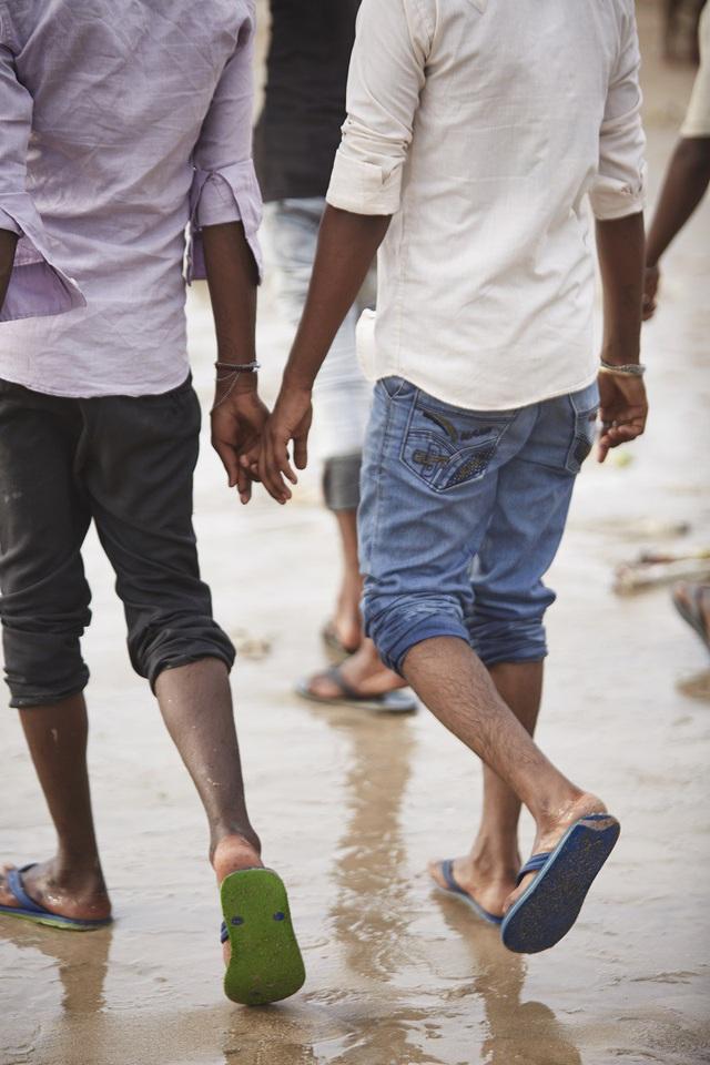 Vì sao đàn ông Ấn Độ thường nắm tay nhau mỗi khi ra đường? - Ảnh 13.