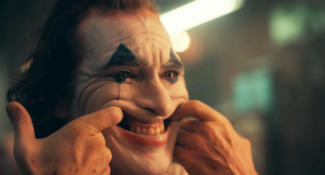 Những hành động điên rồ nhất trong Joker đều là phút ngẫu hứng ngoài kịch bản của Joaquin Phoenix, có cảnh nặng đô đến mức không được lên sóng - Ảnh 3.