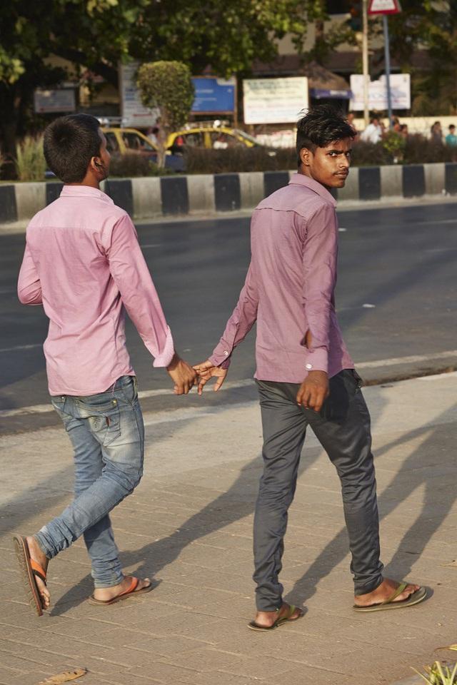 Vì sao đàn ông Ấn Độ thường nắm tay nhau mỗi khi ra đường? - Ảnh 9.