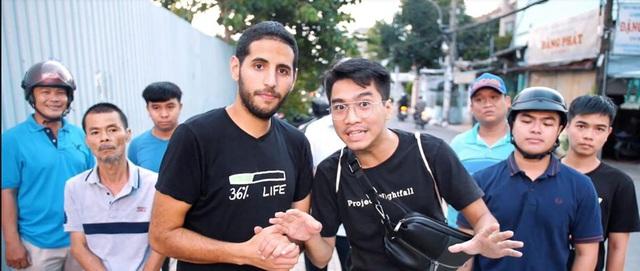 Không còn bị chỉ trích giả tạo, video mới về Những hiệp sĩ tay không bắt cướp ở Việt Nam của Nas Daily và Pew Pew nhận nhiều khen ngợi - Ảnh 2.