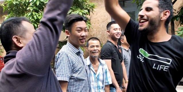 Không còn bị chỉ trích giả tạo, video mới về Những hiệp sĩ tay không bắt cướp ở Việt Nam của Nas Daily và Pew Pew nhận nhiều khen ngợi - Ảnh 3.