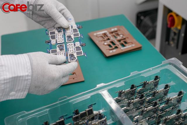 [Inside Factory] Cận cảnh dây chuyền sản xuất bên trong Tổ hợp nhà máy Vsmart, trung tâm sản xuất các thiết bị công nghệ hiện đại hàng đầu của Vingroup - Ảnh 17.