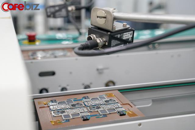 [Inside Factory] Cận cảnh dây chuyền sản xuất bên trong Tổ hợp nhà máy Vsmart, trung tâm sản xuất các thiết bị công nghệ hiện đại hàng đầu của Vingroup - Ảnh 15.
