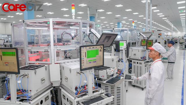 [Inside Factory] Cận cảnh dây chuyền sản xuất bên trong Tổ hợp nhà máy Vsmart, trung tâm sản xuất các thiết bị công nghệ hiện đại hàng đầu của Vingroup - Ảnh 14.
