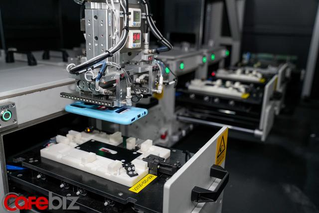 [Inside Factory] Cận cảnh dây chuyền sản xuất bên trong Tổ hợp nhà máy Vsmart, trung tâm sản xuất các thiết bị công nghệ hiện đại hàng đầu của Vingroup - Ảnh 8.