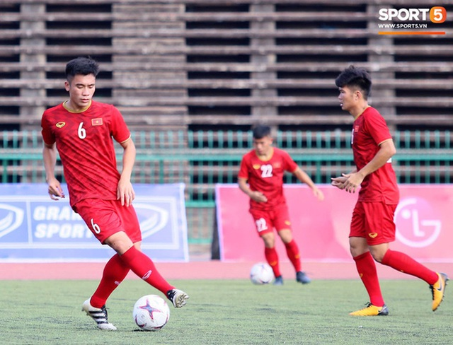 U22 Việt Nam đối diện với nhiều nguy cơ ảnh hưởng sức khỏe khi thi đấu trên mặt cỏ nhân tạo: Không chỉ là chấn thương cơ bắp, đó còn là những vấn đề ảnh hưởng đến tim mạch - Ảnh 2.
