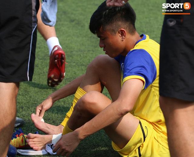 U22 Việt Nam đối diện với nhiều nguy cơ ảnh hưởng sức khỏe khi thi đấu trên mặt cỏ nhân tạo: Không chỉ là chấn thương cơ bắp, đó còn là những vấn đề ảnh hưởng đến tim mạch - Ảnh 3.